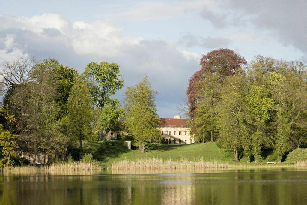 Am Haussee: Schloss Petzow