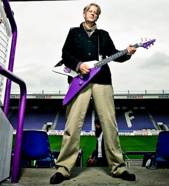 Im Stadion, mit VFL-Gitarre, Foto: Manfred Pollert