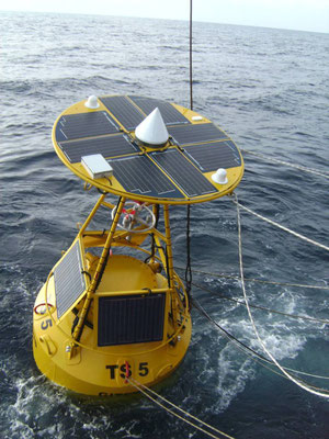 Buoy and sea mark with radio system and measuring units for early warning with solar modules from Solara