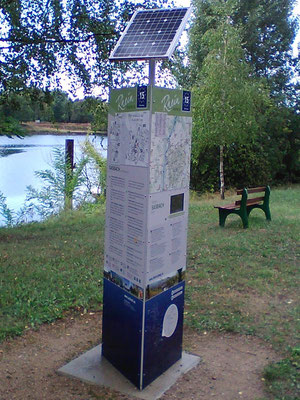 Information sign for cyclists with a solar system - SOLARA solar power supplies electricity day and night!