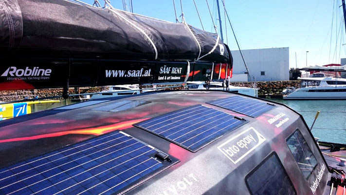 The sailboat OPEN60AAL is used supplied by eight solar modules of the SOLARA M series with solar energy. Two further mobile solar modules of the type SOLARA Power Mobil perfectly complement the solar power supply.