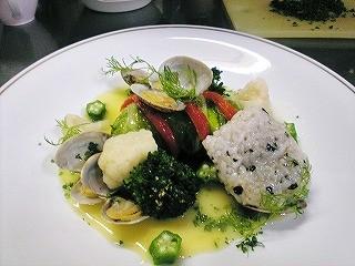 鱈のはくさい包みバスク風アサリのソース