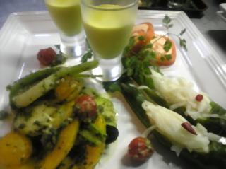 自家栽培の野菜のアンティパスティ盛り合わせ