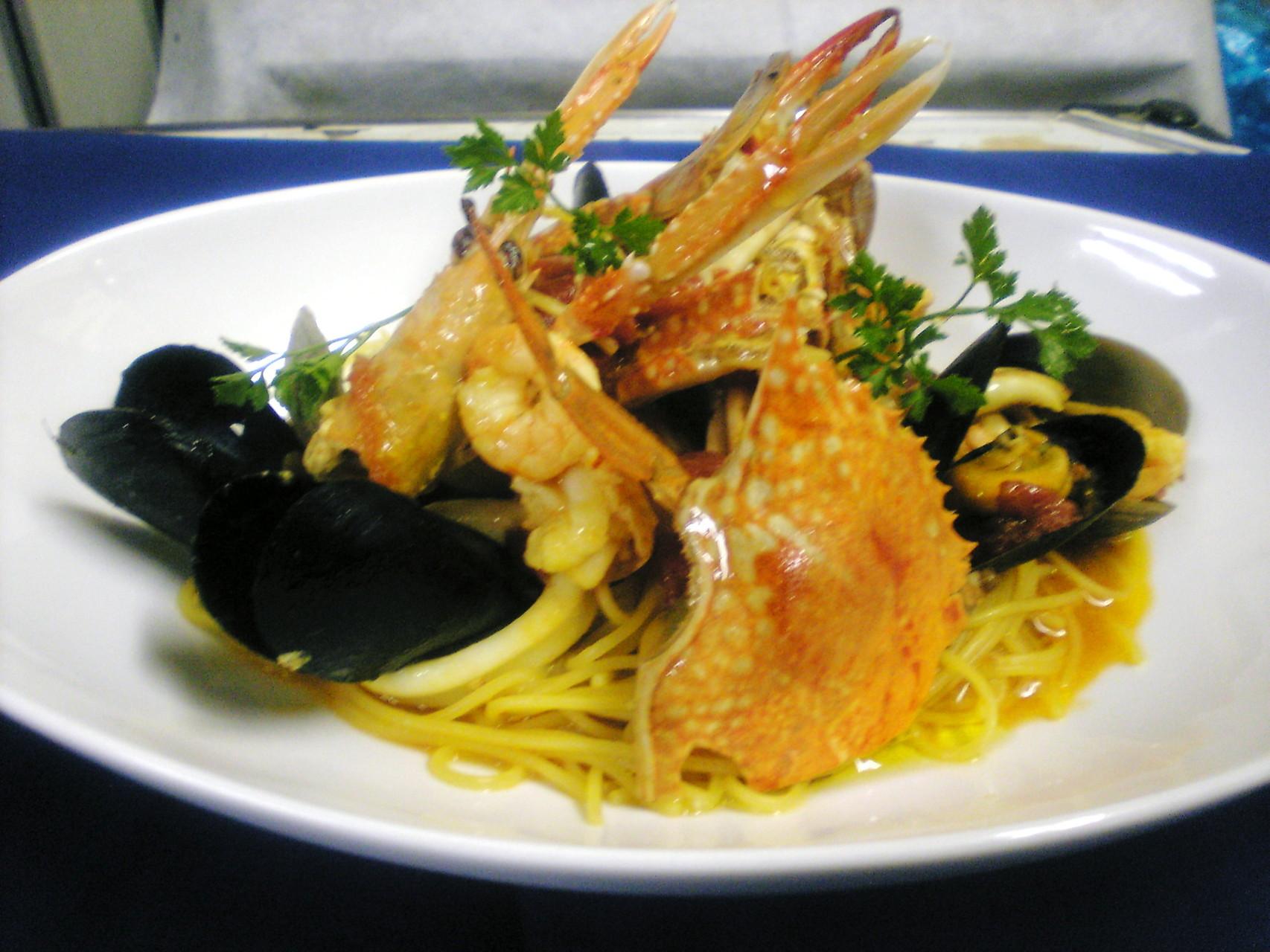 海に幸のスパゲッティサフラン風味¥2600