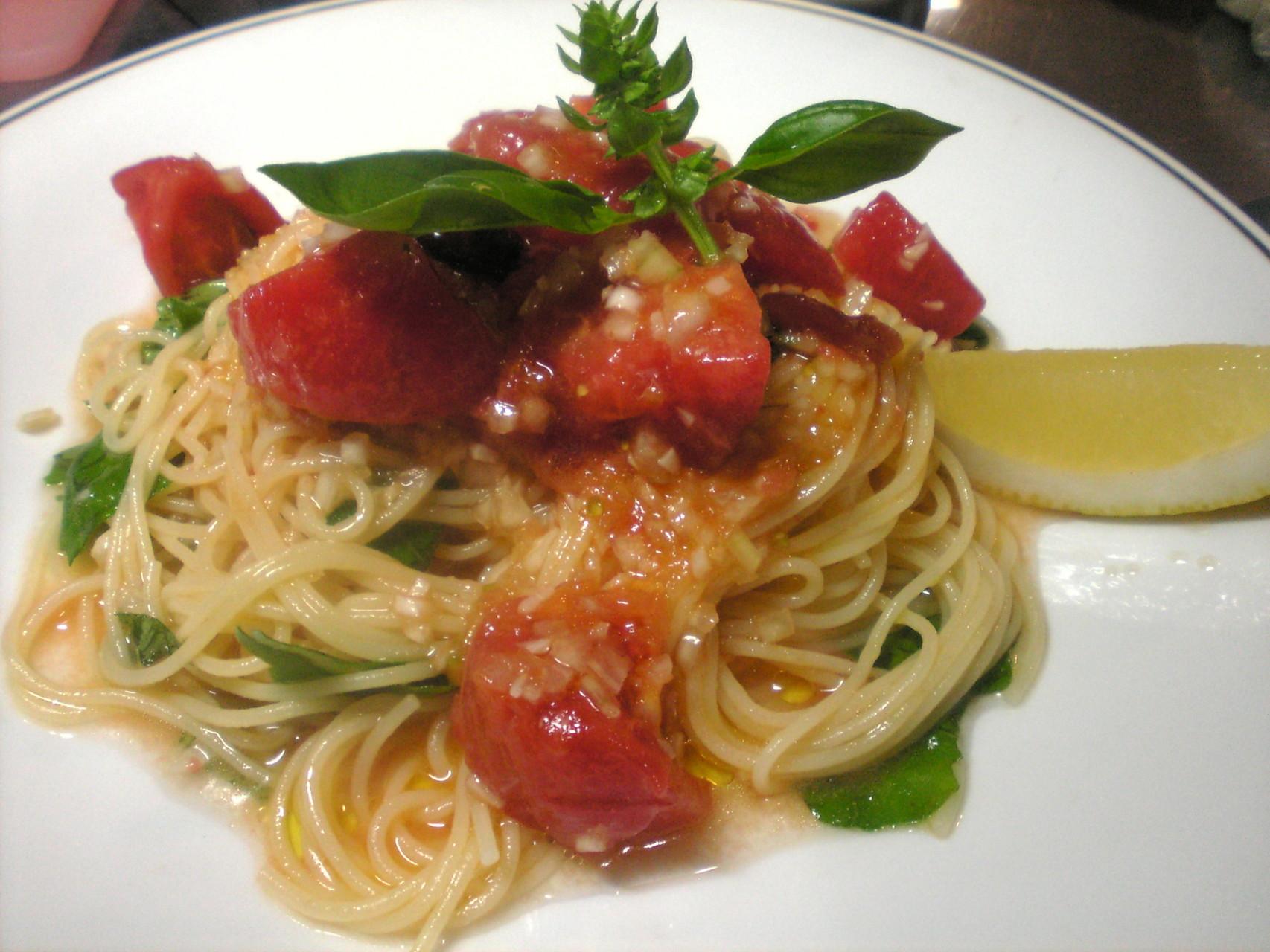 フレッシュトマトとバジルの冷製スパゲッティ