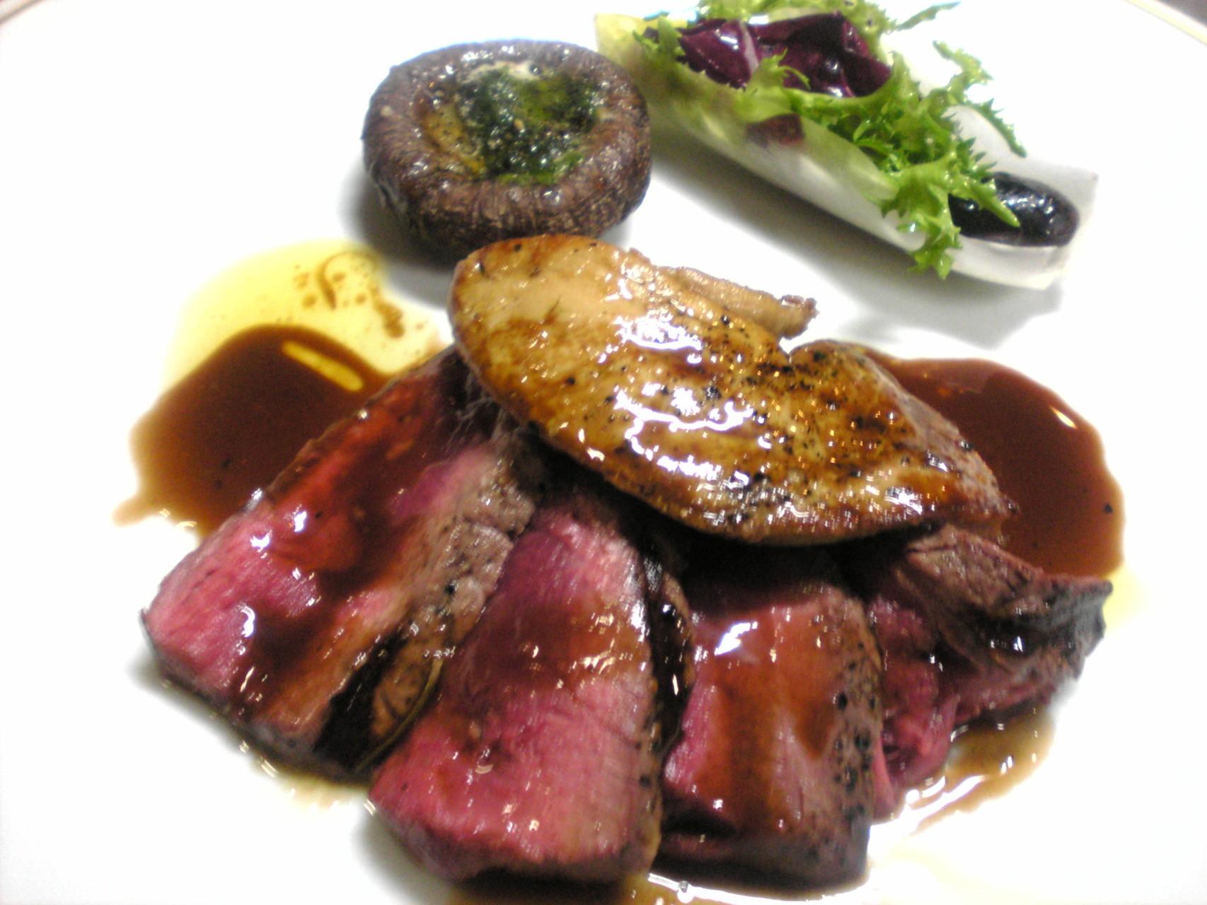 北海道産牛フィレ肉のグリルとフォアグラのソテー