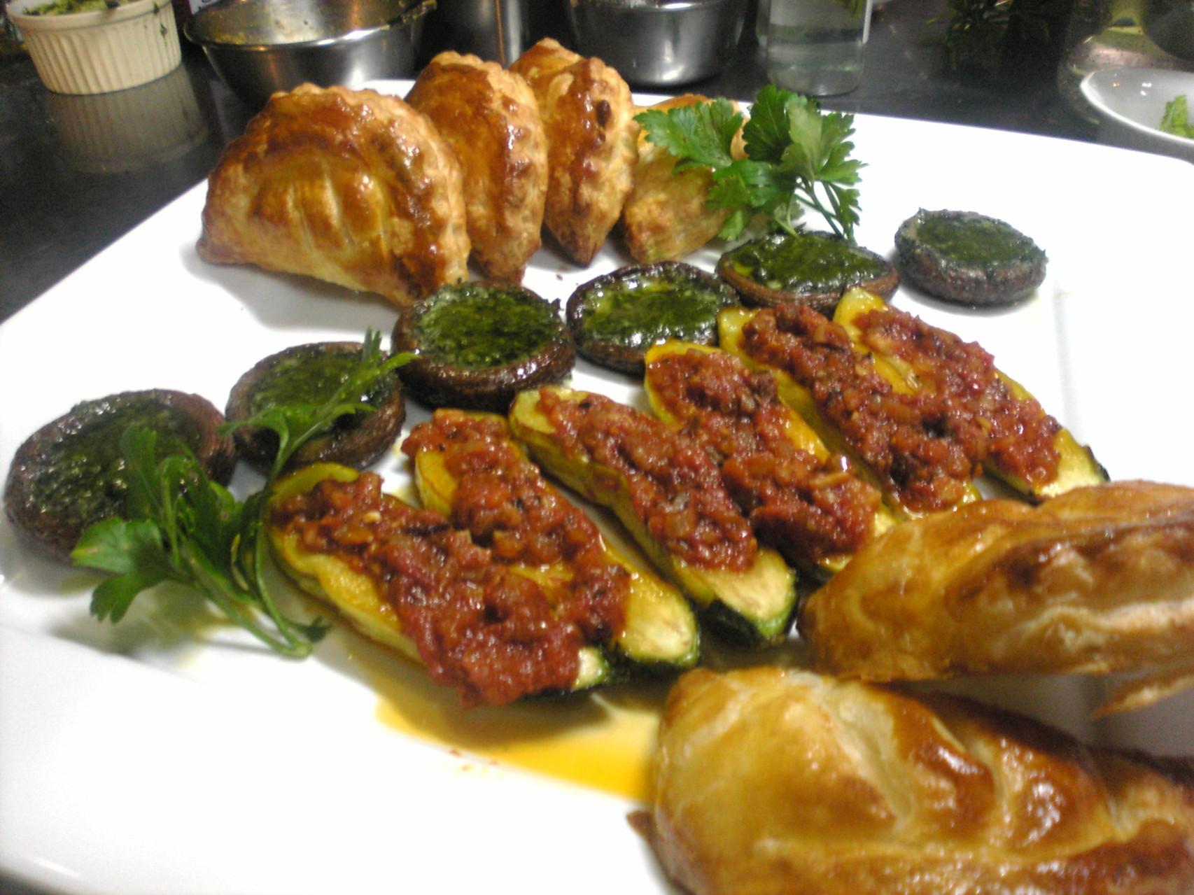 ズッキーニの詰め物オーブン焼き ・サーモンのパイ包み ・しいたけのジェノバ風