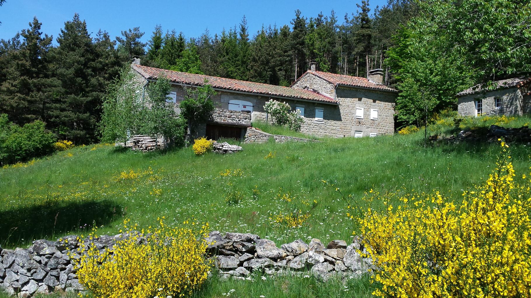 Une maison en pierre de la Margeride, séjour adultes Auvergne Centre La Margeride