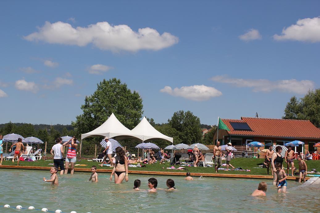 baignade surveillée au plan d'eau biologique, colonies Saugues, haute-Loire, la Margeride