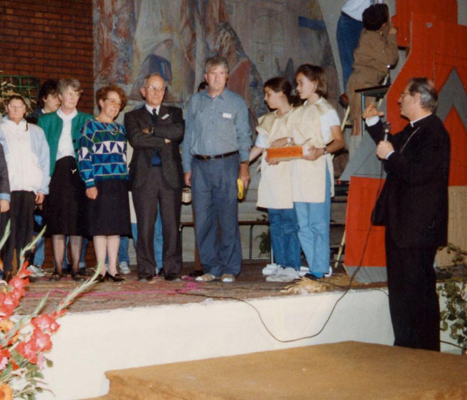 Mgr JEAN-CHARLES THOMAS ET L'ÉQUIPE PASTORALE (1989)