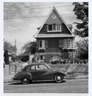 Limousine vor der kleinen Villa in der Fürstenstraße