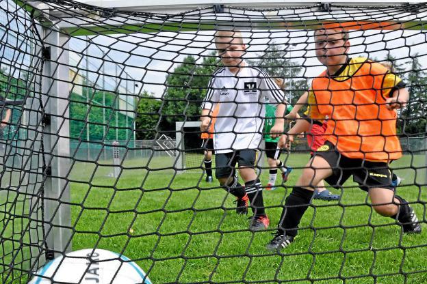 Fußball im Soccer-Ei macht Talente