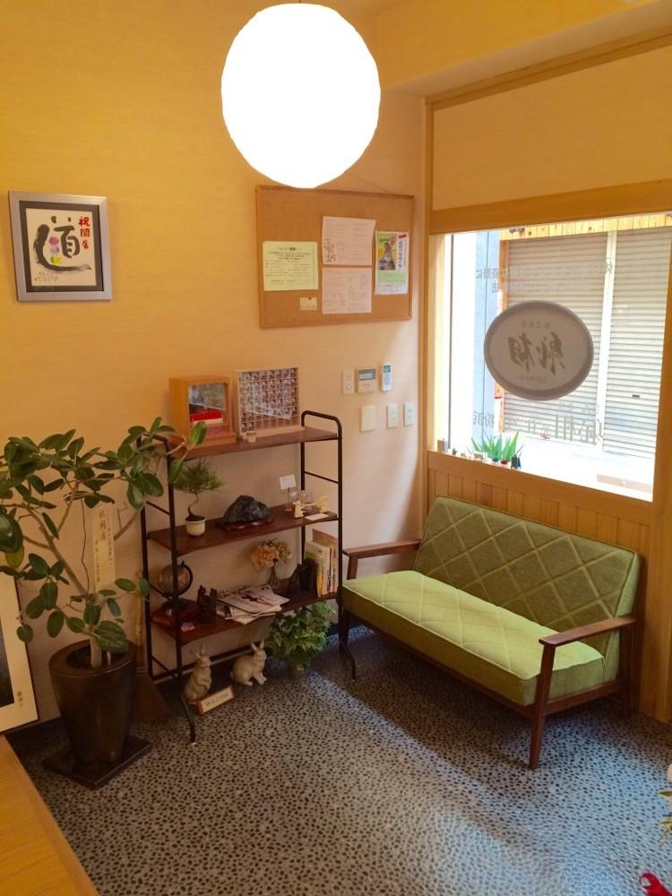 ☆お子様連れの方でも安心して来院して頂ける広々としたスペースです。☆観葉植物や可愛い雑貨も置いてます。