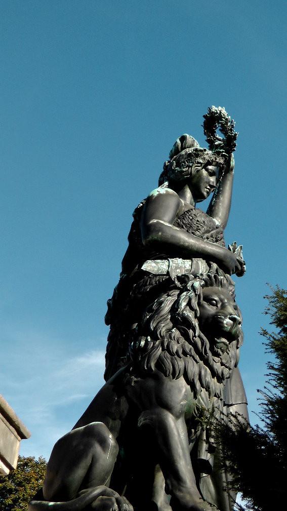 Die Statue der Bavaria ist 18,52 Meter hoch und hat ein Gewicht von ca. 87 Tonnen