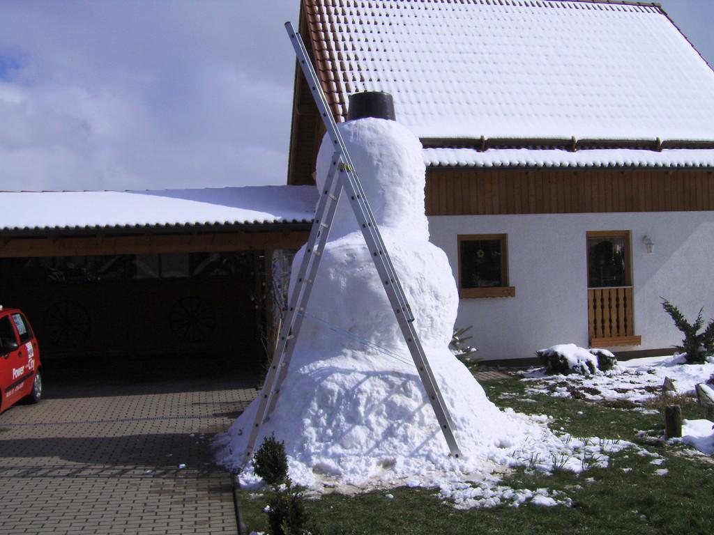 Letzte Nacht ist viel und der perfekte papp Schnee gefallen