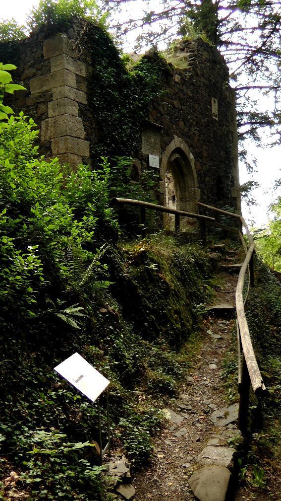 Eingang Burgruine Marienkapelle