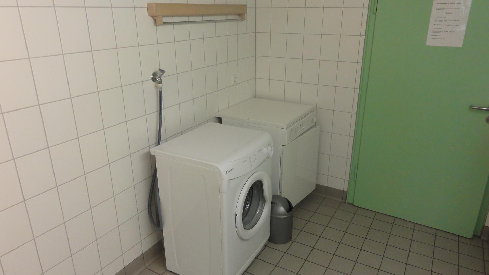 Waschmaschine +Trockner im WC