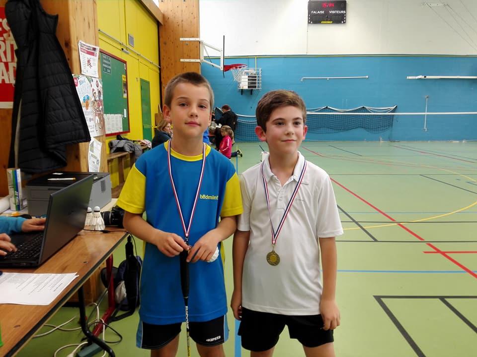 Yoni fier de sa médaille aux côtés du finaliste Augustin