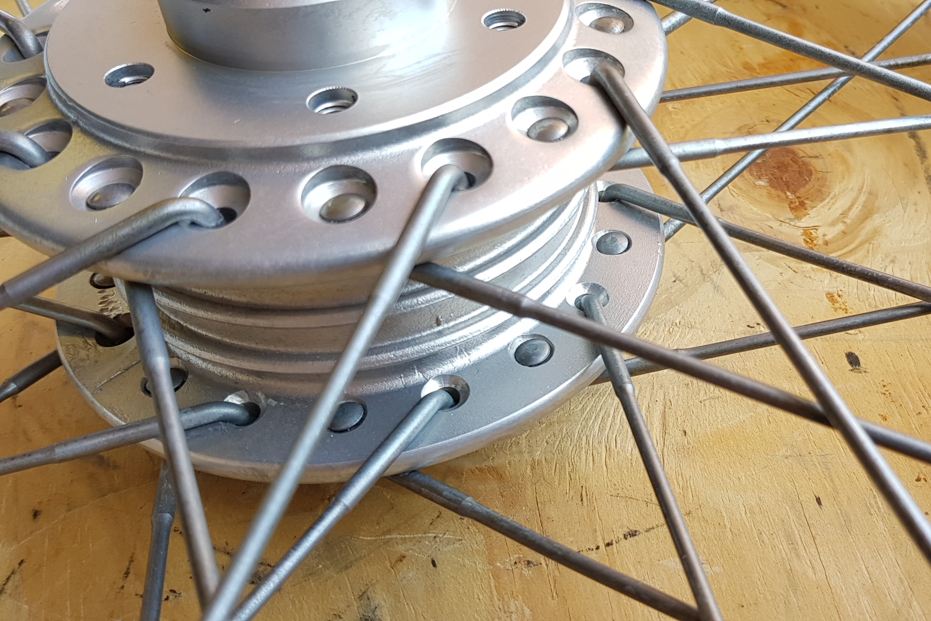 microbillage roue à rayons de moto