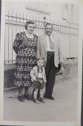 ich mit meinem Opa Josef und meiner Oma Anna