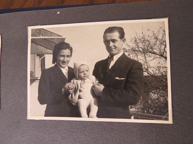meine Eltern Heinz und Elfriede Pflüger mit mir