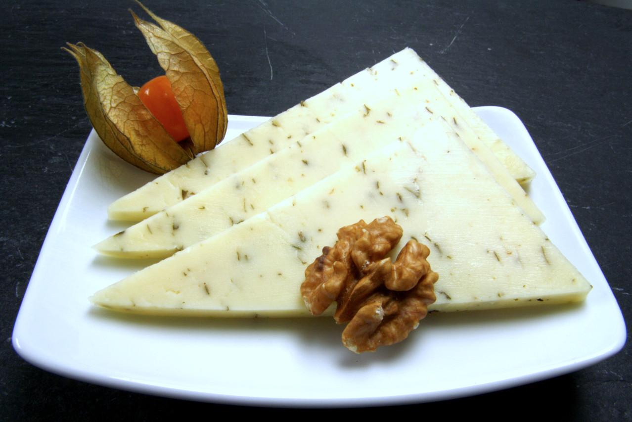 Butterkäse mit Kräutern