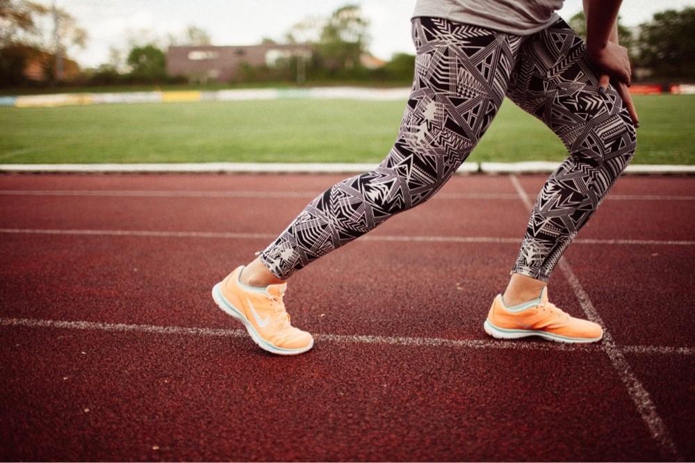 Hose von H&M ; Schuhe von Nike