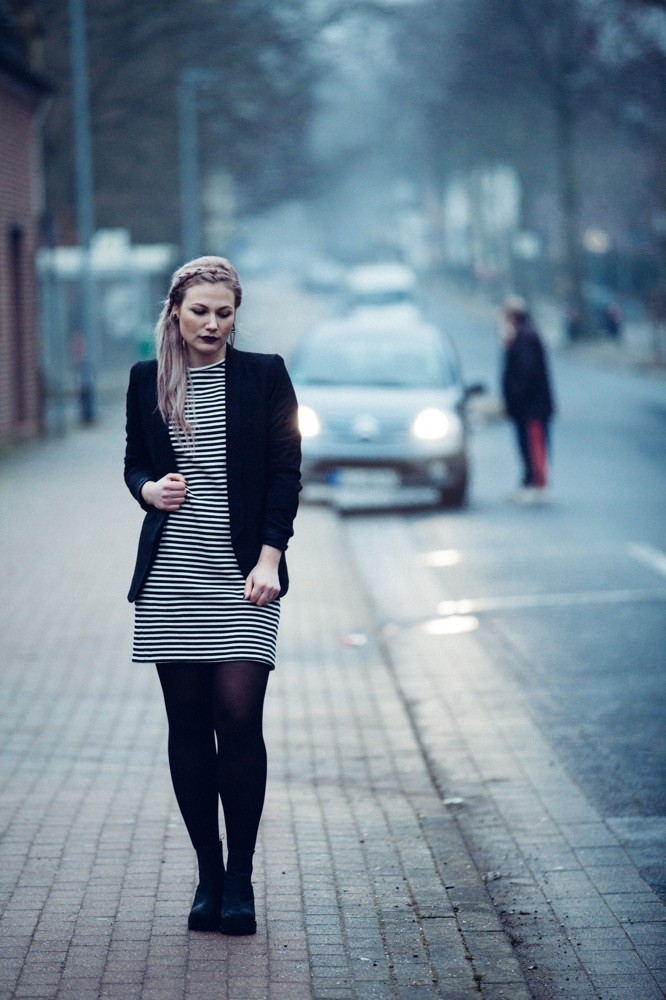 Longpullover : TopShop über Zalando ; Jacket und Ohrring : H&M