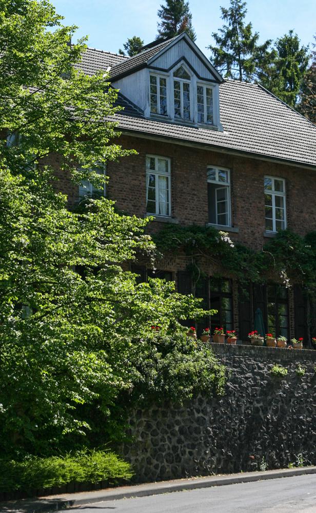 Institut IMAP in der Alte Schule, Königswinter - Strassenanaischt