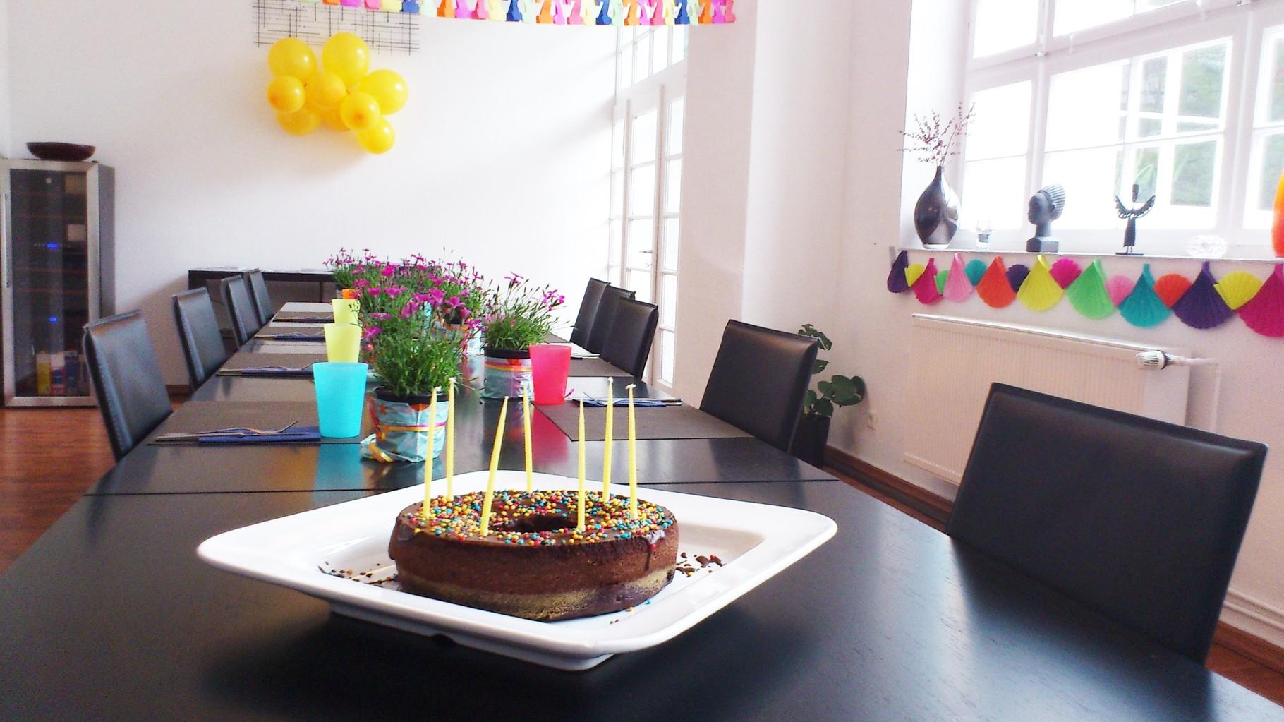 バースデーケーキもご自由にお持ち込み頂けます。またオプションで弊社の方でホールケーキもご用意可能です。