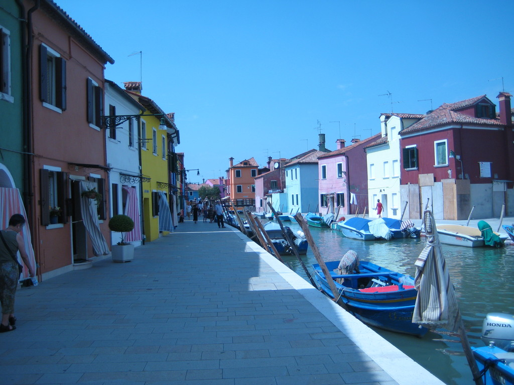 Colorful houses at Burano island!