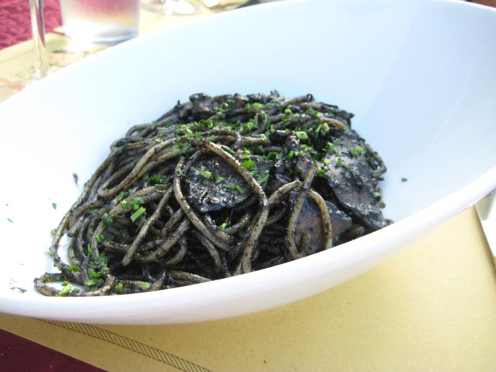 """Nice restaurant at Giudecca island. """"Trattoria Al Cacciatori"""" Spaghetti alle sepia has deep taste sourse from squid."""