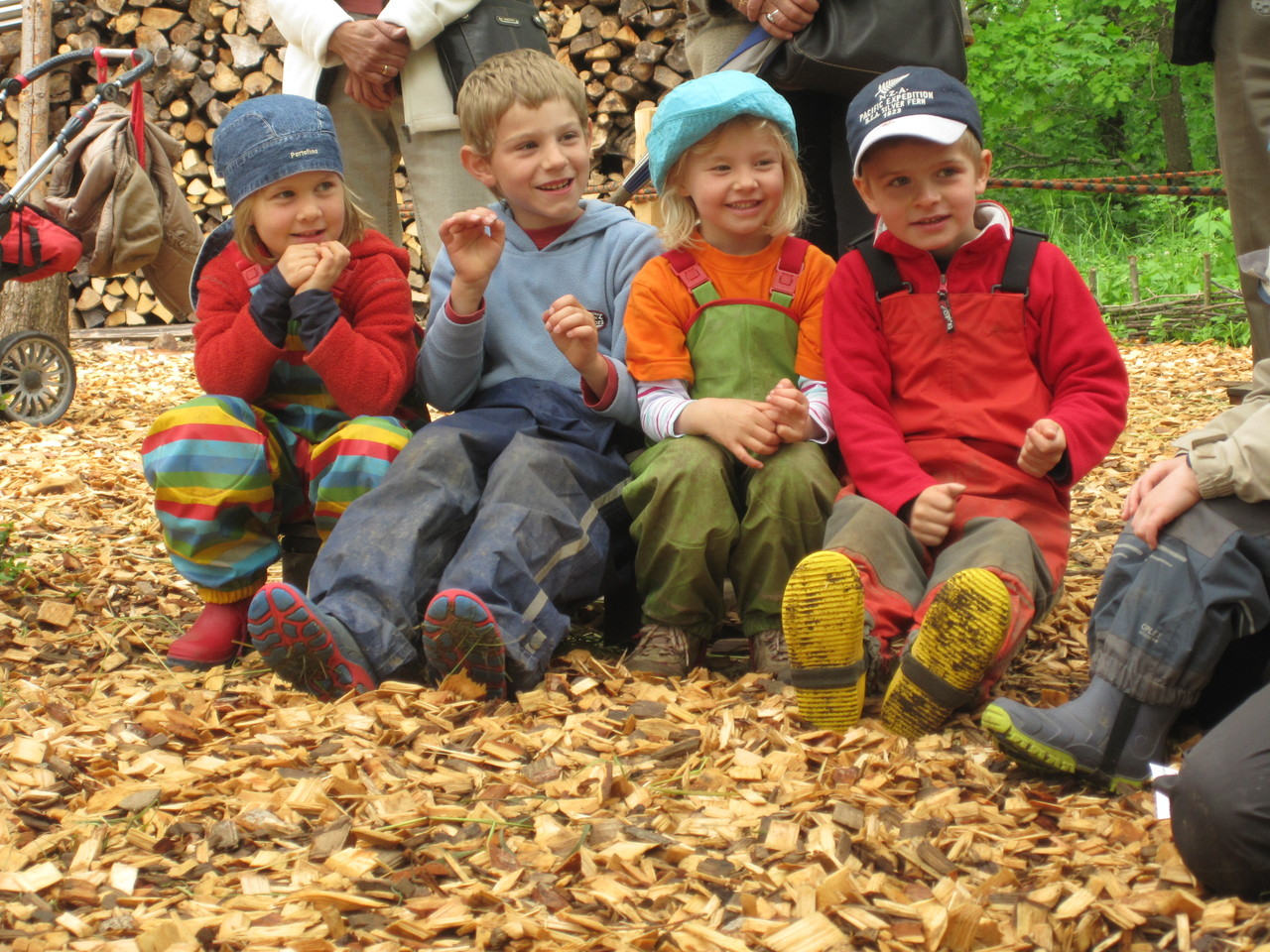 Kinder beim Frühlingsfest