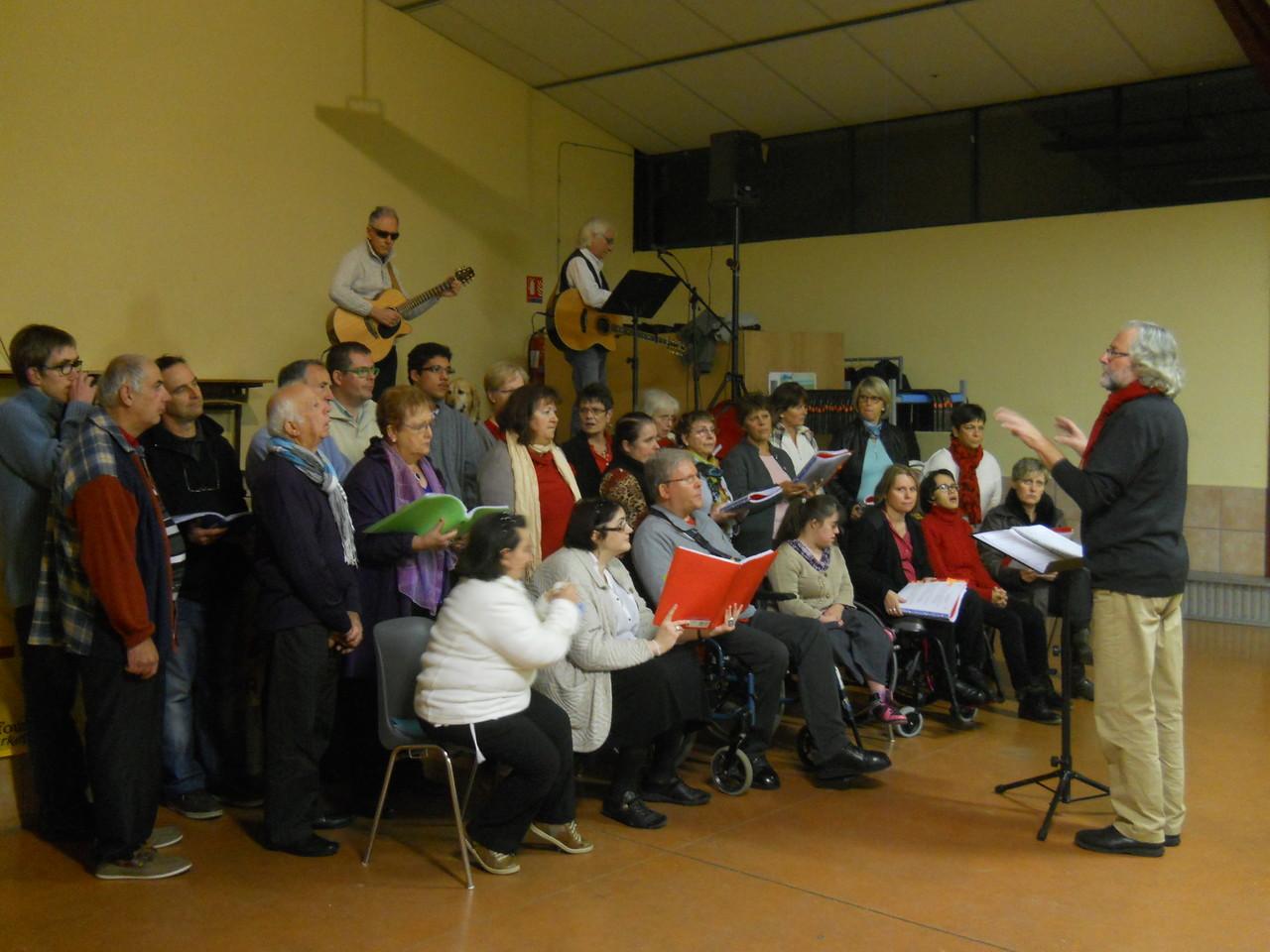 le 22 Novembre 2013,nous chantons au profit du Téléthon à Hibarette
