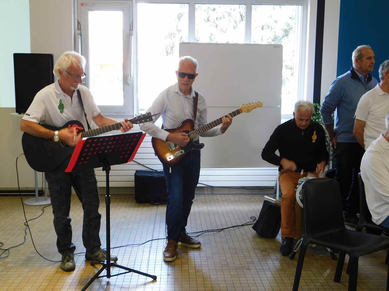 Nos 3 musiciens,Patrick,Jacques et Jean-Luc.Belles vacances .