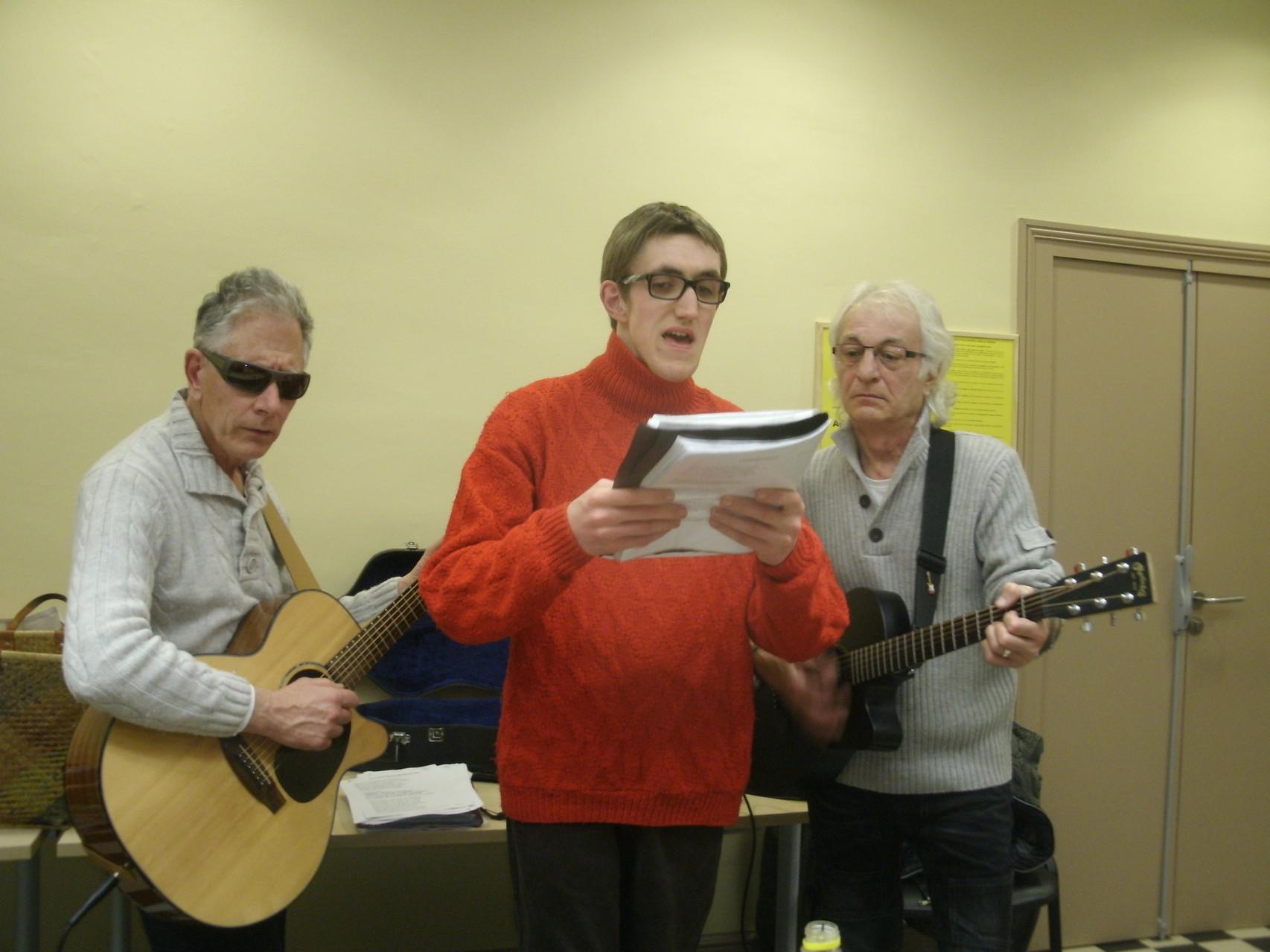 Simon nous a préparé une chanson pour l'anniv de sa Maman