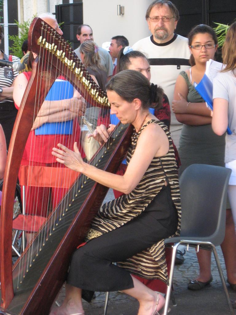 Fête de la musique Tarbes Caroline sa harpe 21 juin 2007