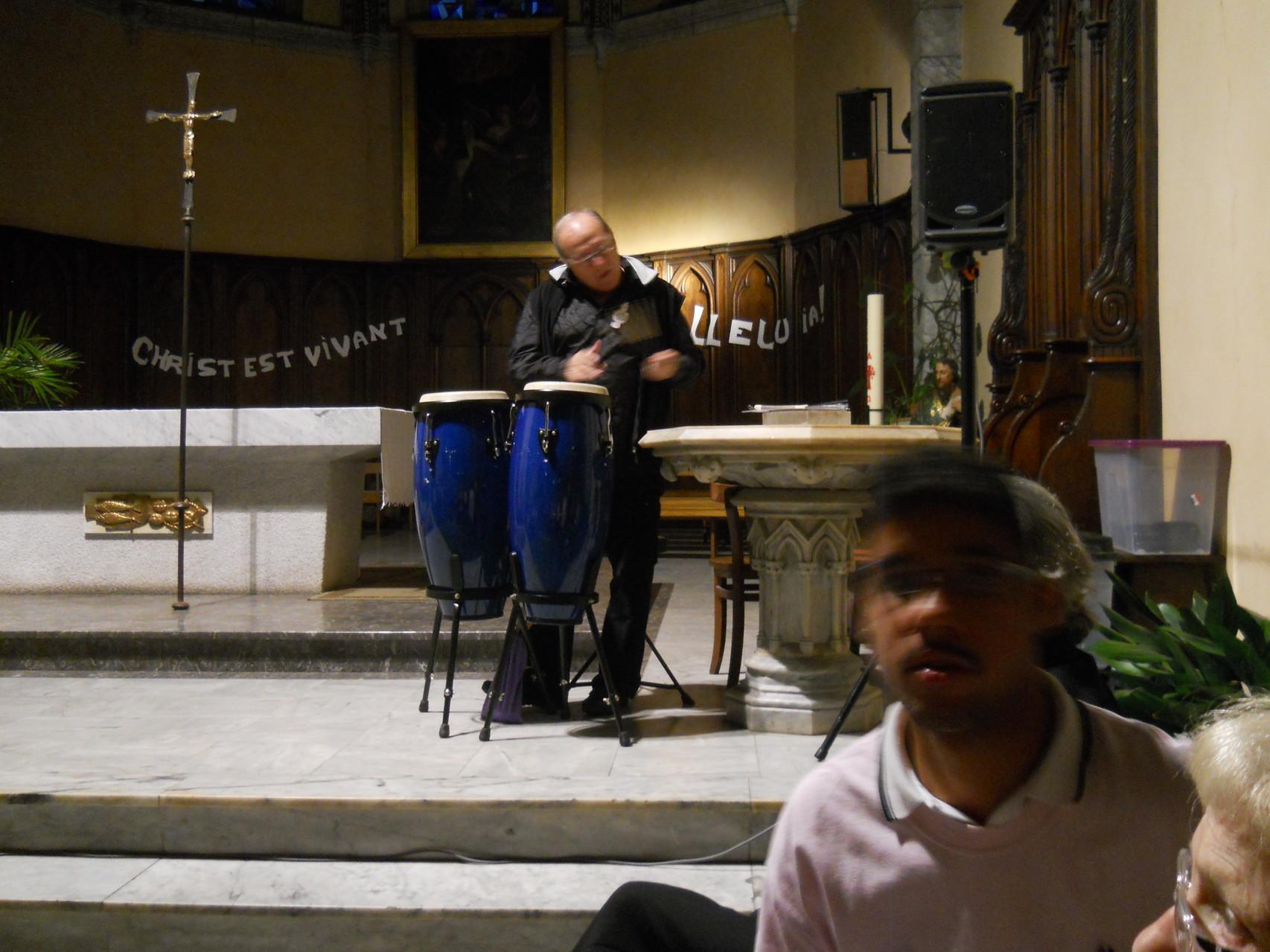 Daniel arrivé depuis peu parmi nous et ses percussions.