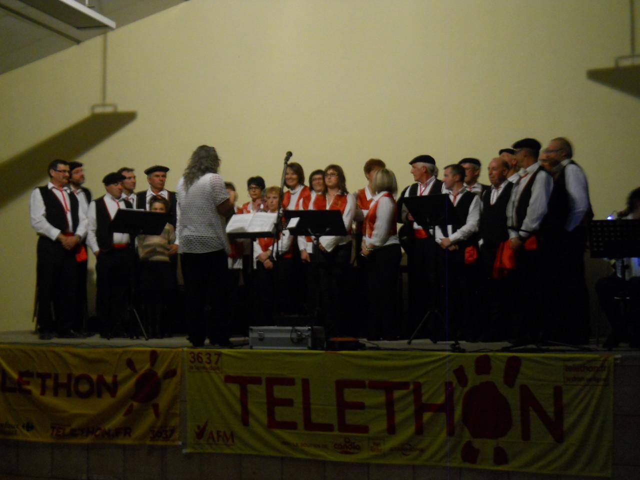 La chorale du Marquisat chante aussi à Hibarette,belle soirée.