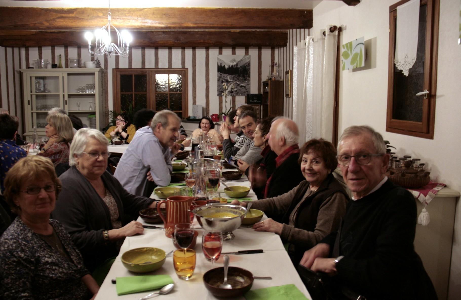 33 membres Solencoeur autour de la table