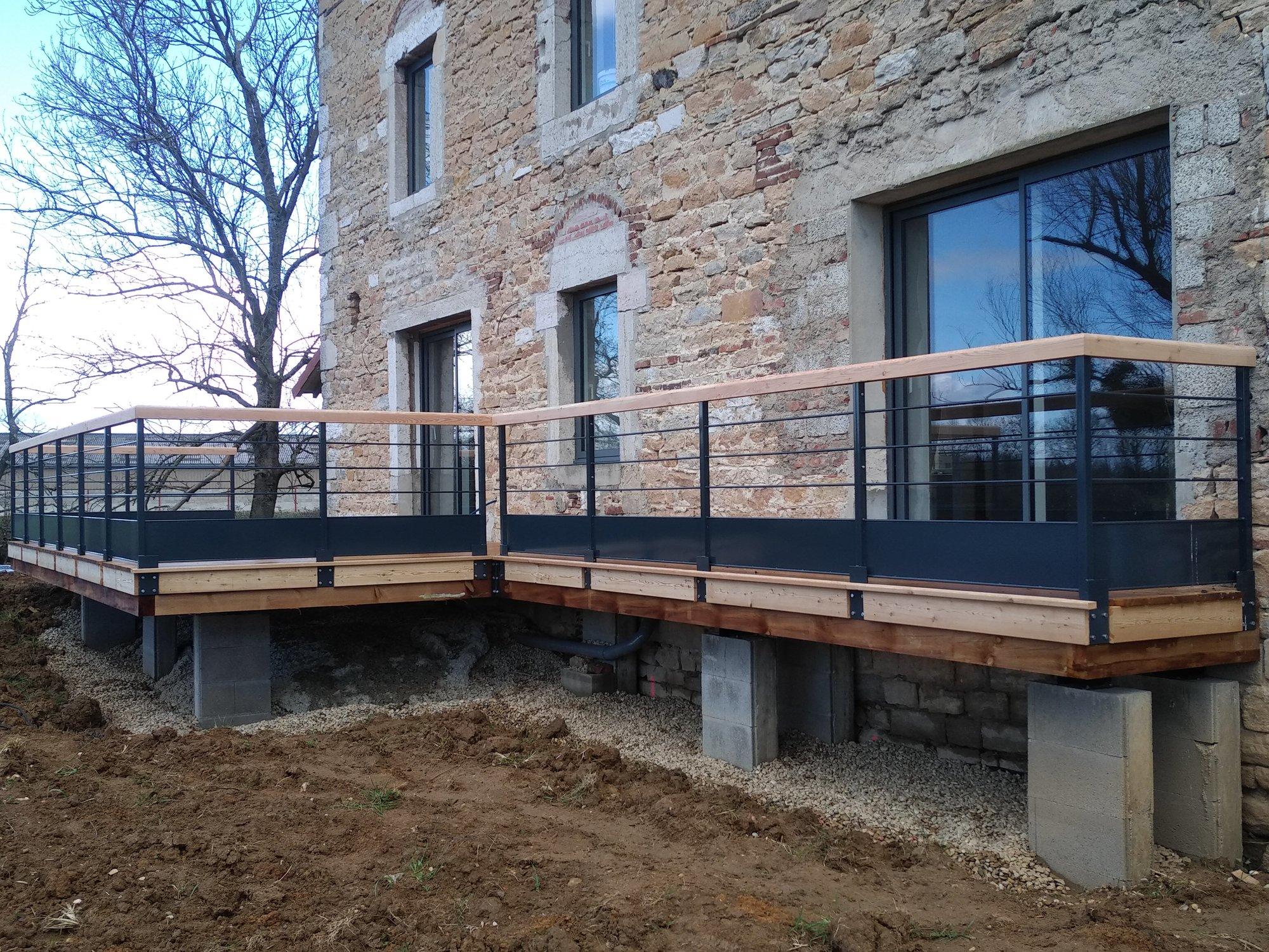 terrasse bois avec main courante