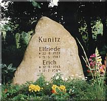 Granit - vertiefte Schrift gemeißelt