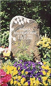 Halmstadt - poliert, gesprengt, Inschrift vertieft, Baum halbplastisch