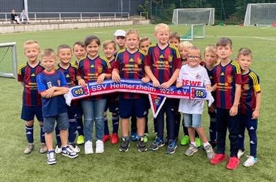 Die kleinen Spielerinnen und Spieler unserer U9 F-Junioren beim FC Köln