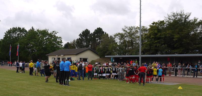 Unter allen elf Mannschaften wurde ein neuer Trikotsatz verlost. (Fotos: Marschall/SSV Heimerzheim)