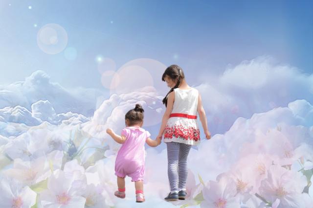 空の上から内なる子どもの手をつないで