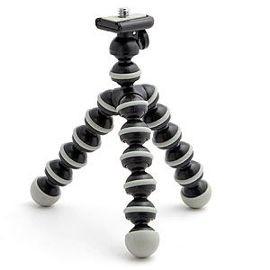 <h3>Gorillapod par Joby </h3><p>Avec une charge admissible de 1kg et une hauteur de 13.5cm fixe, ce trèpied est soldide  pour un poid de 230g   Prix moyen : 35-50€</p>