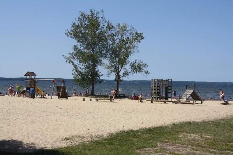 Aire de jeux sur la plage de Gastes près camping les pres verts
