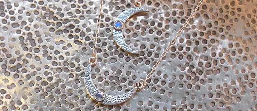 Silberketten mit Mondsichel Anhänger und Mondstein