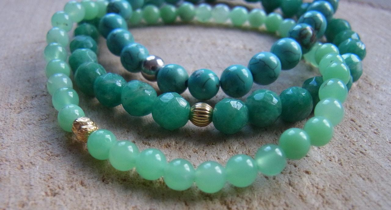 Edelsteinarmbänder in hellen grün-blauen Amazonit Perlen und Silberanhängern